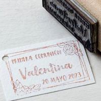 Sello de caucho redondo para comunión con doble marco y flor